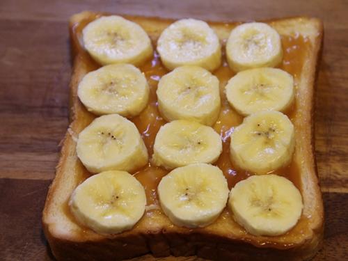 ピーナッツクリームとバナナのサンド