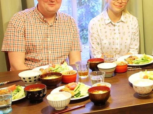 ポーランドからのゲストを夕食に招待 ホームビジットで国際交流を楽しむ