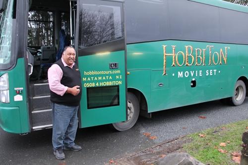 ホビット村映画ロケ地ツアーのツアーバス