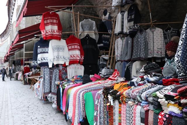 タリン旧市街 セーターの壁