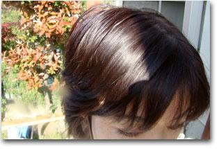 ヘアカラー後の髪の色(日中、屋外にて撮影)