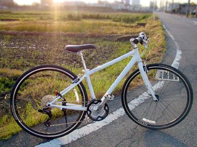 クロスバイク(自転車)で広がる世界、走る楽しみ。 ESCAPE R3