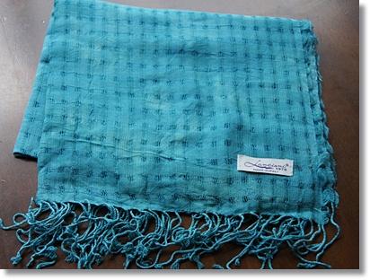 イタリア製なのにお手ごろ価格 透かし編みチェック柄の春映えストール