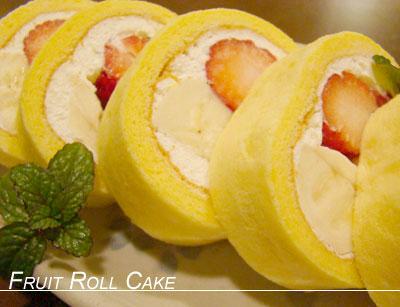 ふわふわ・しっとり 苺とバナナのスフレロールケーキ