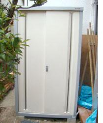 小型物置を設置して、ガーデニング用品や工具ををすっきり収納