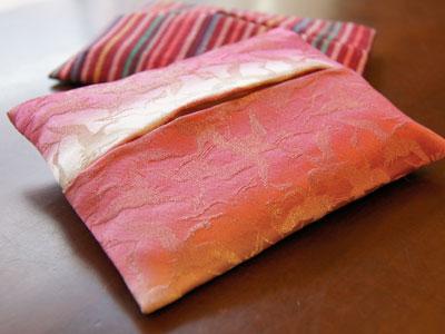 マザーズタッチの正絹ポケットティッシュケース 500円也。