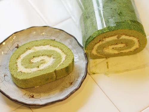 抹茶スイートポテトロルケーキ