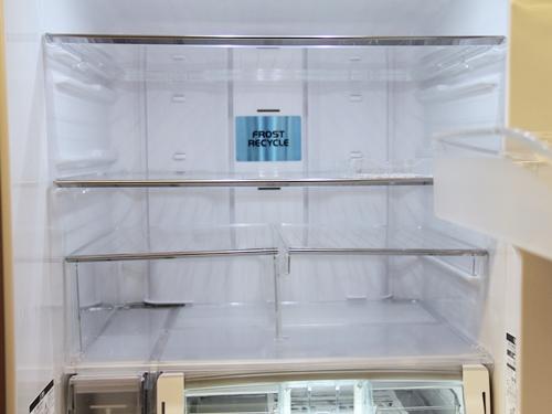 新しい省エネ冷蔵庫に買い替えると、年間の電気代はどれぐらい安くなる?