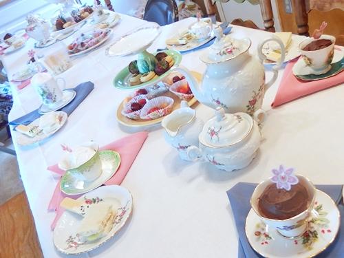 アメリカ滞在3日め。教会で日曜礼拝、女の子だけのお茶会(tea party)