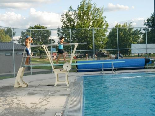 プールのジャンプ台