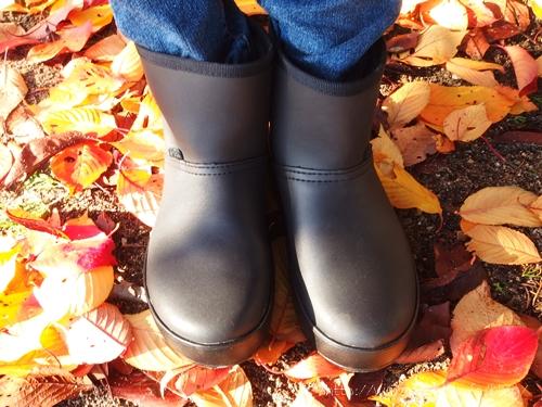 新素材を使用したクロックスのショートブーツ カラーライト ブーツ ウィメン