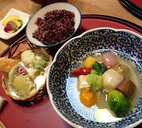 粟「収穫祭」御膳 野菜の煮物と天ぷら