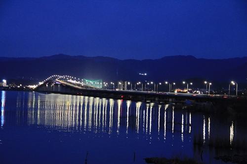 琵琶湖大橋 ライトアップ