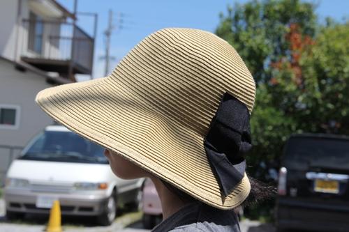 折りたたみできる麦わら帽子