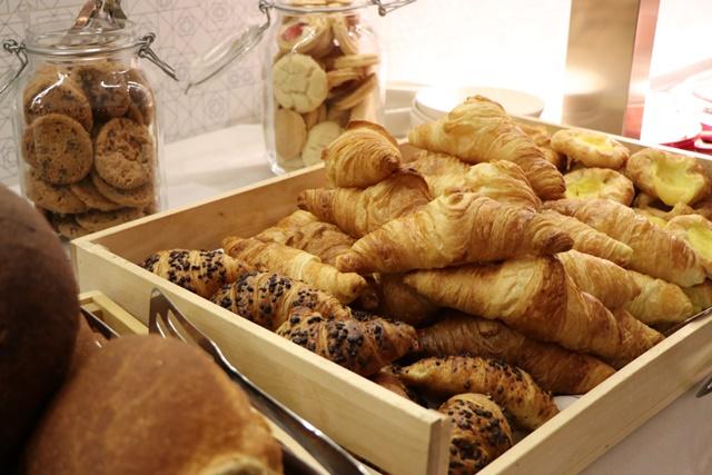 ホテルインディゴ Restaurant Bröds 朝食ブッフェ クロワッサン