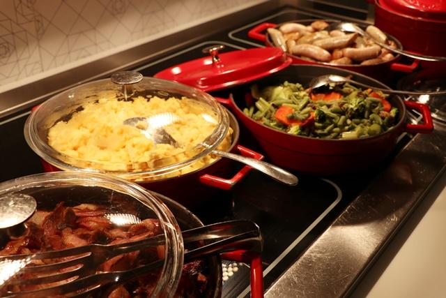 ホテルインディゴ Restaurant Bröd's 朝食ブッフェ 温かい料理