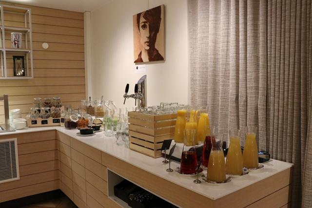 ホテルインディゴ Restaurant 朝食ブッフェ ジュース