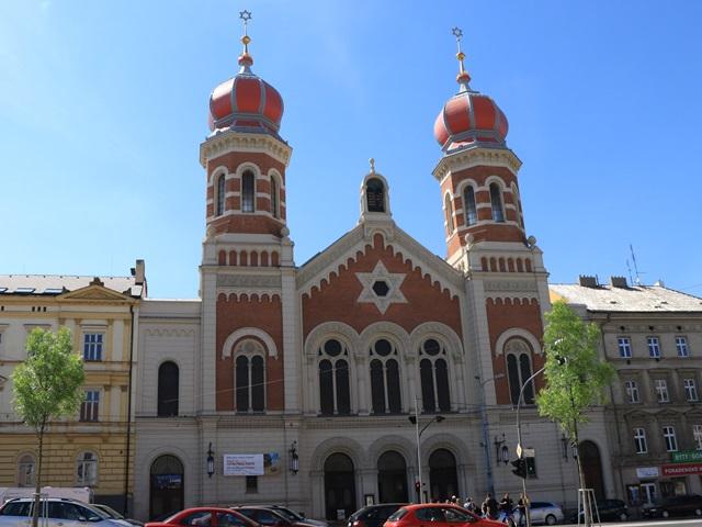 チェコ第4の都市プルゼニュは街歩きが楽しい! 共和国広場,聖バルトロムニェイ教会,人形博物館