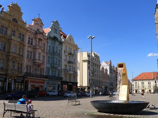 チェコ プルゼニュ 共和国広場