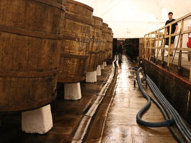 下面発酵させているビール樽