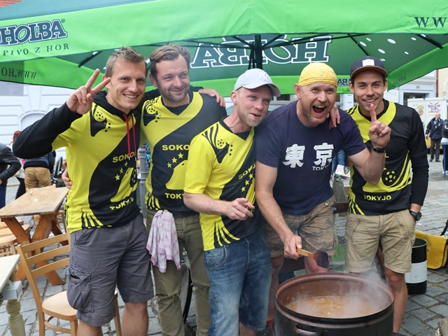 リトミシュルで地元のガストロフェスに参加! ローカルに混じってチェコの食の祭典を楽しむ