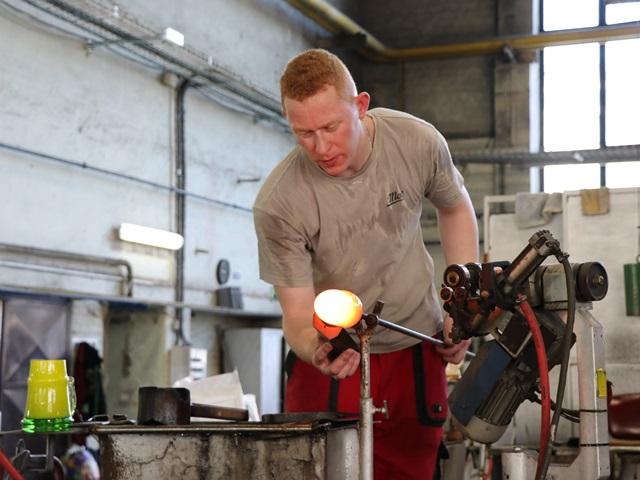 モーゼルガラス工場と博物館でボヘミアガラスの魅力に触れる。チェコ・カルロヴィヴァリ