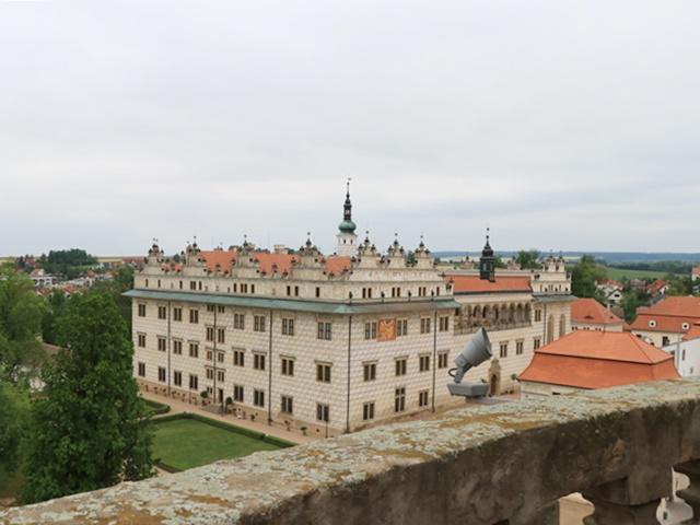 リトミシュル 聖十字架発見教会屋上からリトミシュル城を眺め