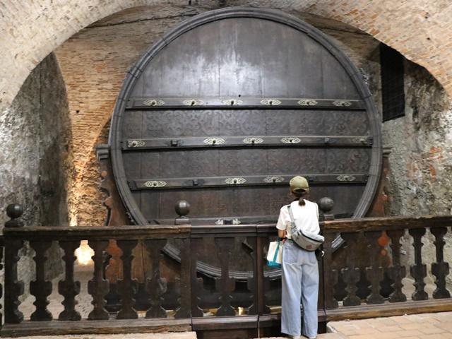 ミクロフ城の巨大ワイン樽