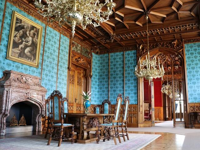 チェコのユネスコ世界遺産 レドニツェ城の図書室でオーク材の見事な階段に息を飲む #Lednice
