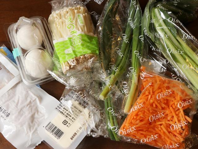 主菜: ジューシーそぼろと野菜のビビンバ 副菜: 小ねぎとのり、豆腐の韓国風スープ