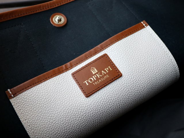 トレジャートプカピのスコッチグレイン型押しトートバッグ