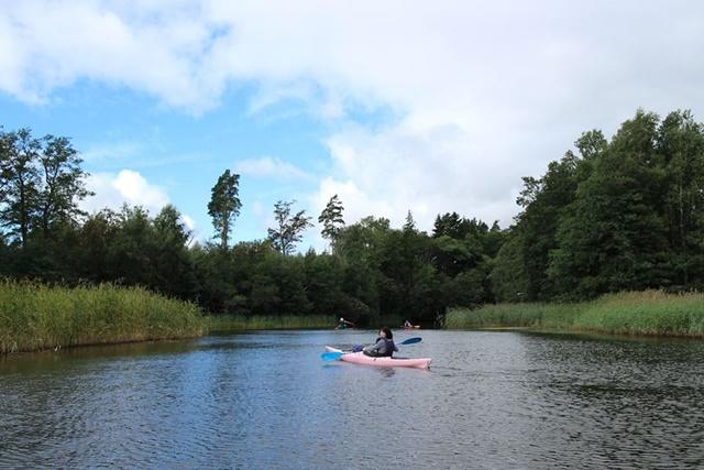 フィンランドの首都ヘルシンキから車で約30分 美しいシウンティオ川でカヌー&カヤック体験