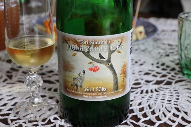 エストニアのトリ・ヨエスー・サイダー&ワイン農場のシードル
