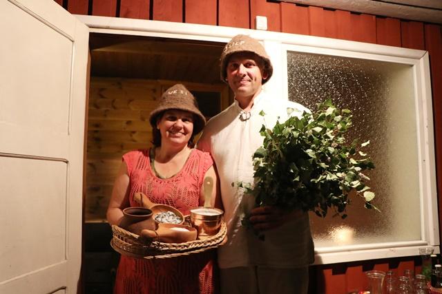 白樺の枝を持って入るエストニア式サウナ体験