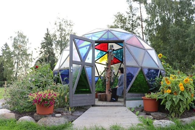 ガラスでできたジオデシックドーム