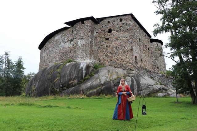フィンランド南岸部のタンミサーリ旧市街を散策し、中世と現代が混在するラーセポリ城址へ