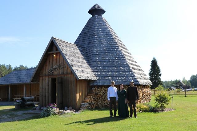 ガルカルネ村(Garkalne)にある「Namdara darbnīca」(ラトビア語で「大工工房」の意味)。