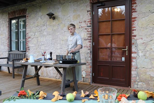 ラトビアのキノコ料理ディナー