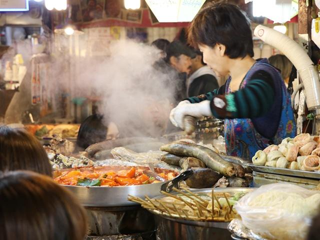 【ili韓国旅】広蔵市場の屋台でキンパッやチヂミなど安くておいしい韓国のB級グルメを味わう