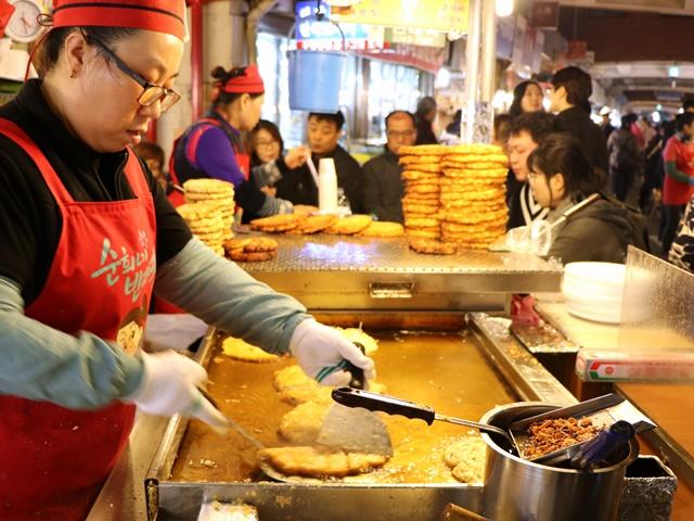 韓国 ソウル 広蔵市場のチヂミ