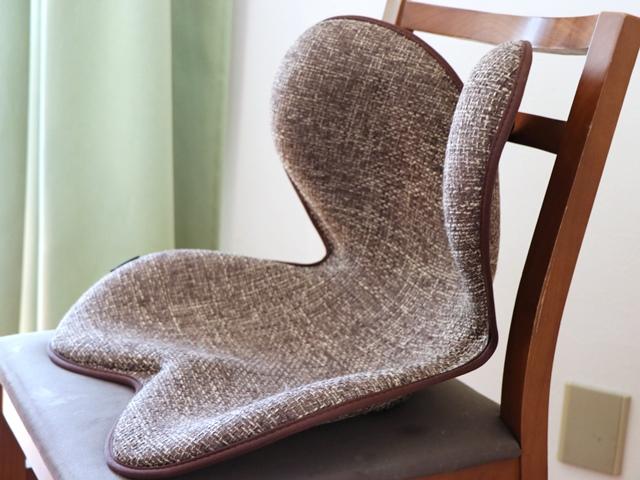 骨盤を支えて正しい座り姿勢をサポートする「ボディメイクシートスタイル」を使った感想