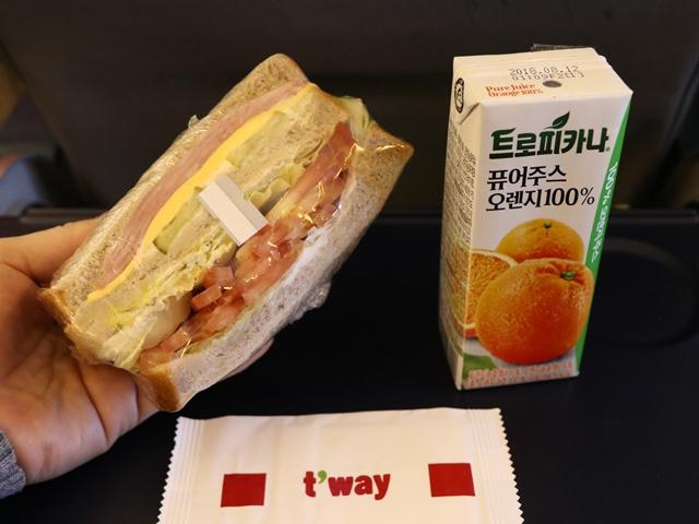 ティーウェイ航空の機内食