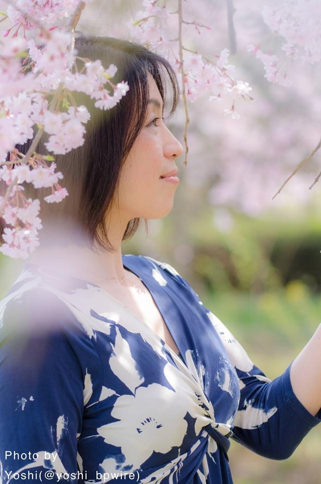 桜の下で撮影したayanポートレート
