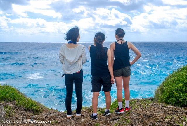 グアムのおすすめ現地英語ツアー「洞窟探検&シュノーケリング」