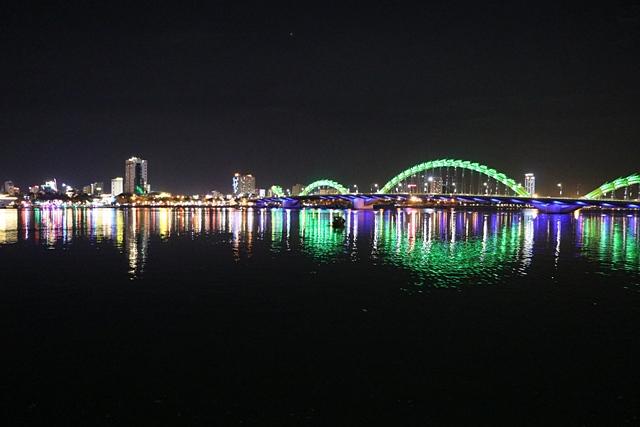 ダナンのロン橋(ドラゴンブリッジ)ライトアップ