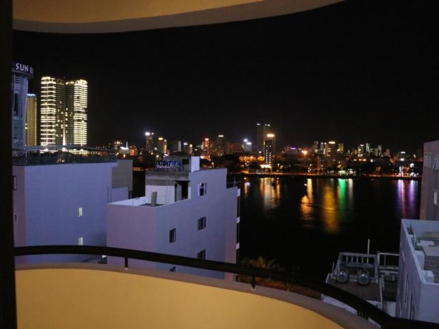ダナン ホテルからの夜景