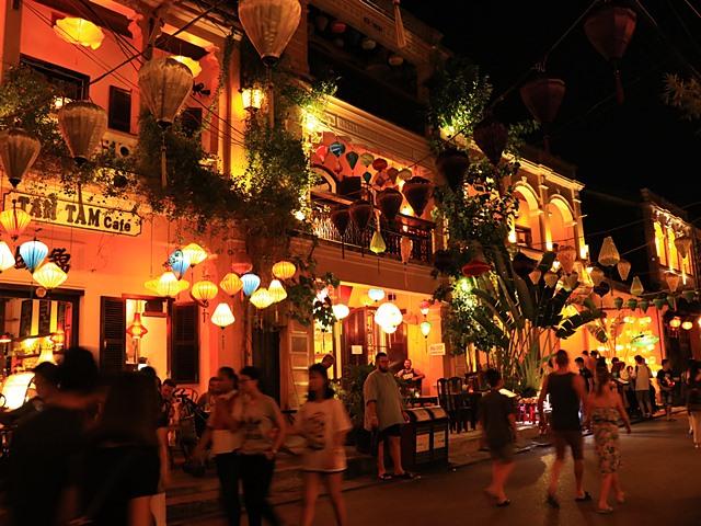 ホイアン旧市街のランタン祭り