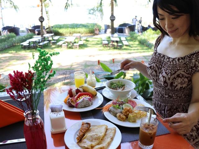 ベトナム・ホイアンのビンフンリバーサイド・リゾート&スパの朝食ブッフェ