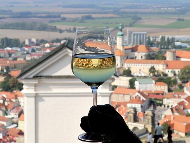 チェコ・ミクロフの観光スポット「聖なる丘(Holy Hill)」の上で ナズドラヴィー(乾杯)!