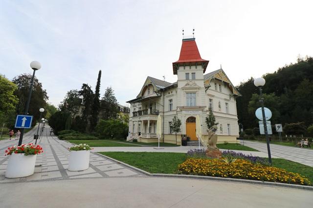 チェコの温泉保養地ルハチョヴィツェを散策